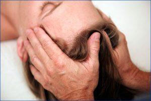 Détection des tensions corporelles et blocages par un toucher léger, non-directif